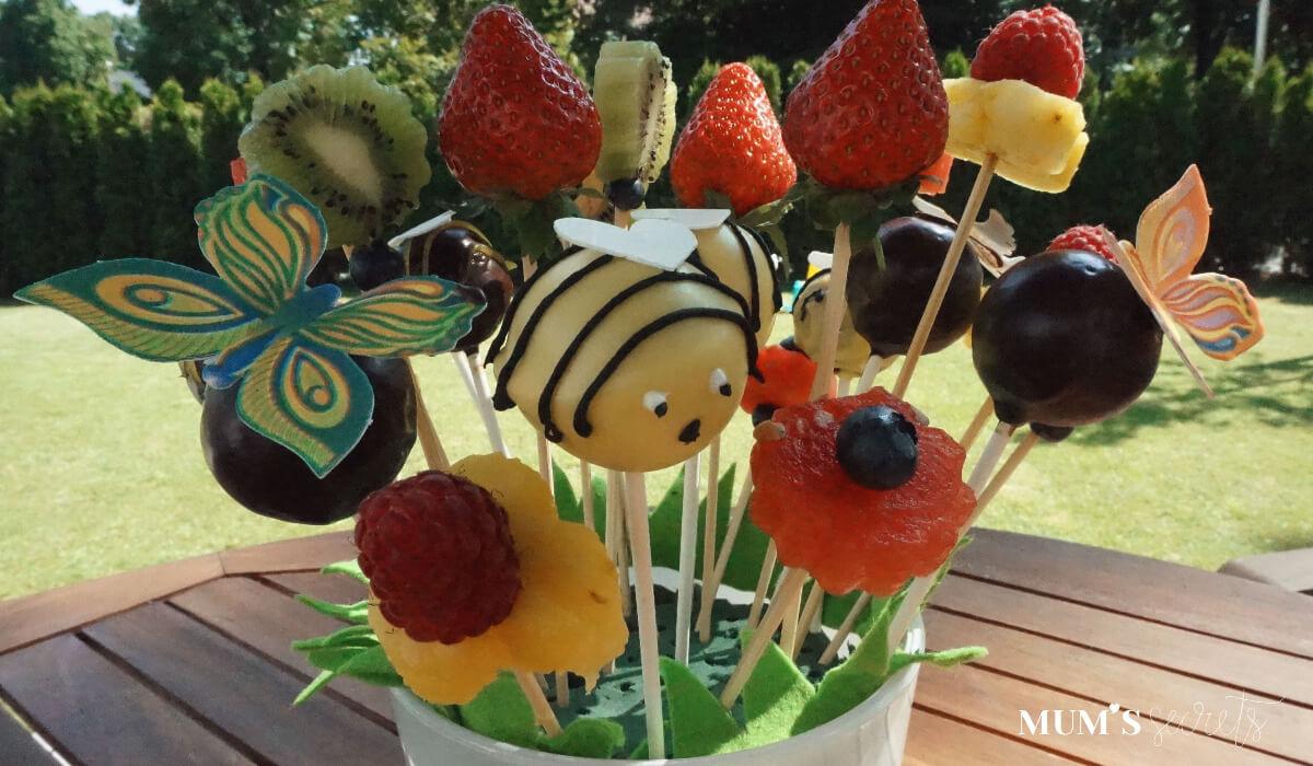 Cake_Pops-Blumenwiese-mit-Obstspießen