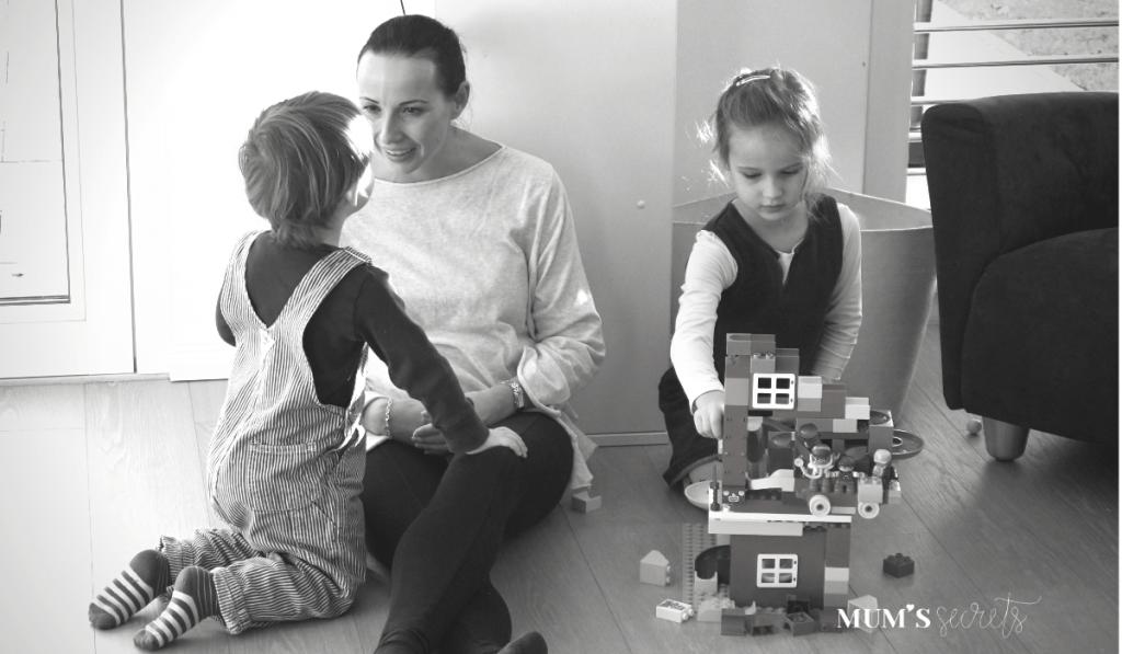 Elisabeth_beim Spielen mit den Kindern_MUM's secrets