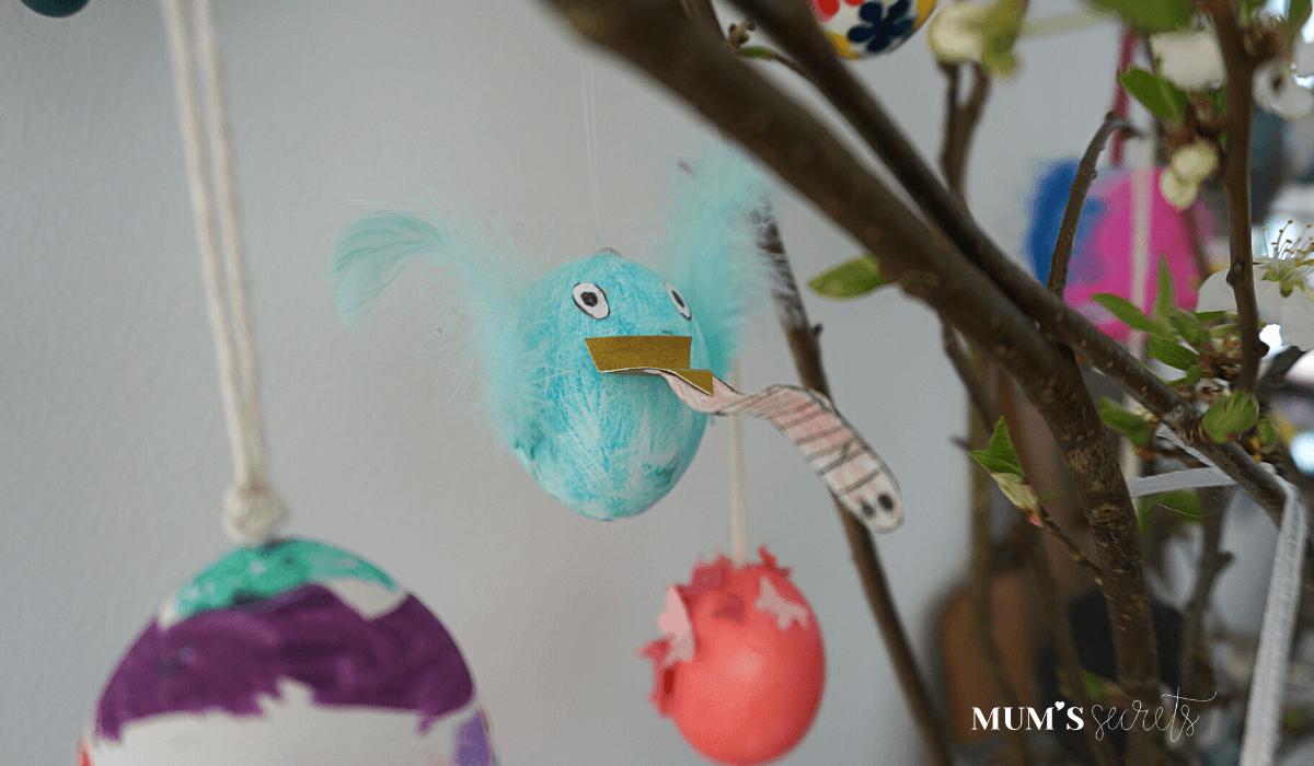 Osterstrauss Tradition by MUM'S secrets Ostereier malen Vogel mit Wurm